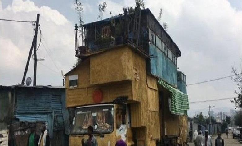 Photo of Ethiopian Abinet Tadesse builds a house on his truck [video]