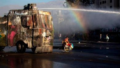 Photo of Hard images: armored cars crush demonstrator in Chile