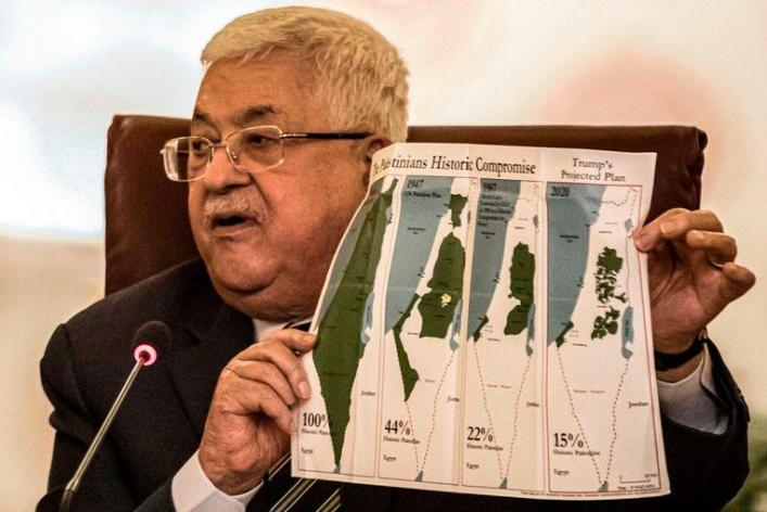 Palestinian President Mahmoud Abbas shows maps of historic Palestine, the UN distribution plan from 1947, the borders between 1948 and 1967, and the current situation.
