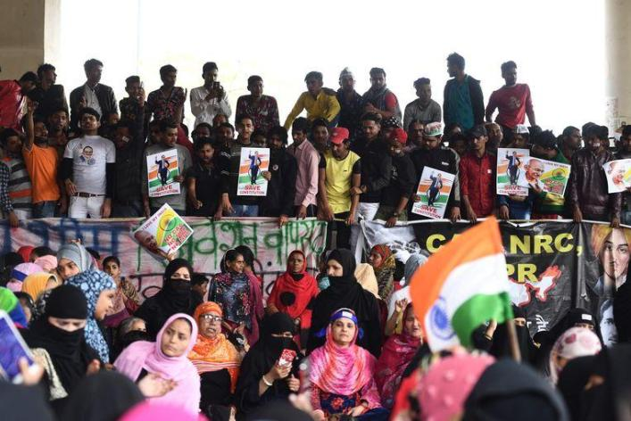 In New Delhi, there was another riot between supporters and opponents on Sunday and Monday.