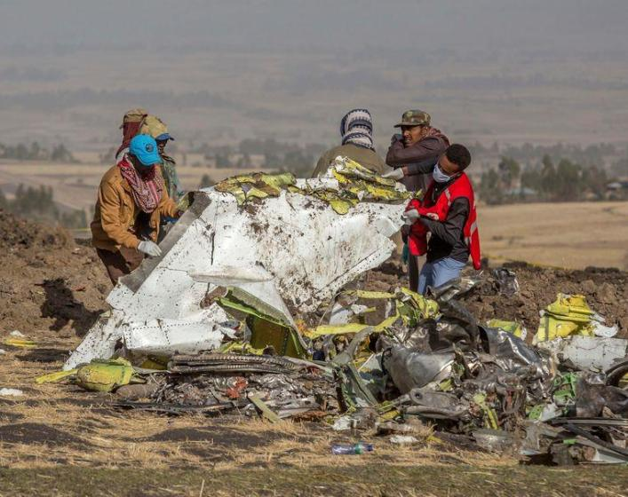 Rescue workers at the wreck of the Boeing 737 MAX that crashed near capital Addis Ababa of Ethiopia. (11/03/2019)
