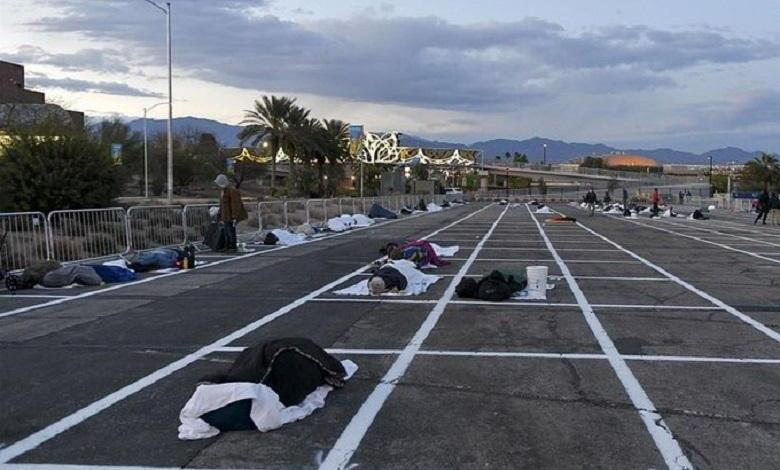 "Photo of Open-air car park in Las Vegas becomes temporary homeless shelter ""while 150,000 hotel rooms are empty"""