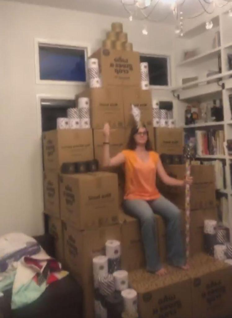 Facebook Chris Janetzki. (screenshot video) Haidee Janetzki, the 'queen of toilet paper', sits on a throne made of boxes full of toilet rolls after she accidentally ordered 2,300 of them.
