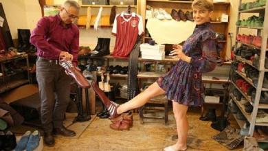 Photo of Shoemaker designs special social distancing shoes: 75 cm long
