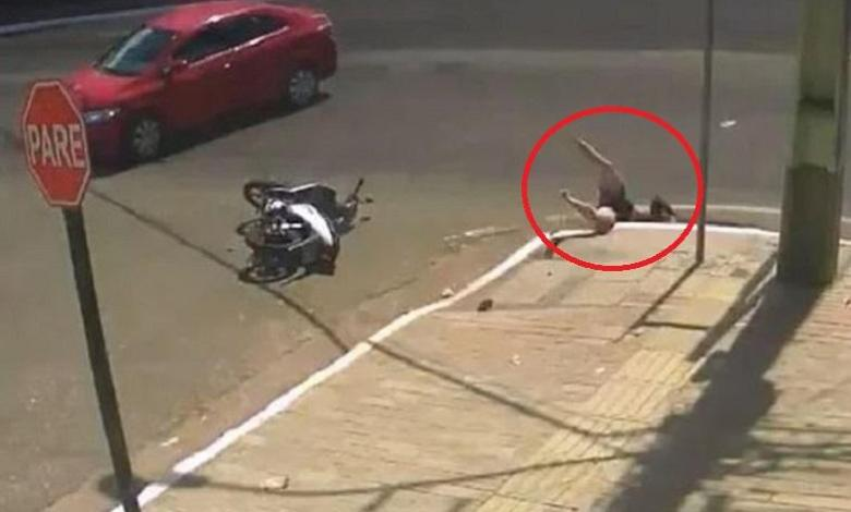Photo of Accident never comes alone: ​​woman swallowed up by pit after collision