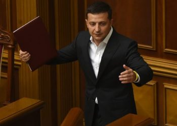 Ukrainian President Volodymyr Zelensky gestures during the first session of the new parliament, in Kiev, on August 29, 2019. – Ukrainian President is set to ask parliament to confirm as prime minister Oleksiy Goncharuk, a 35-year-old lawyer who works for his administration. (Photo by SERGEI SUPINSKY / AFP)