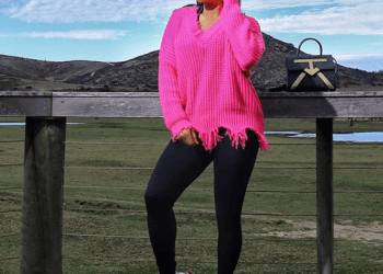 Toke Makinwa in chilly sweater and sneakers   Photo: EELive