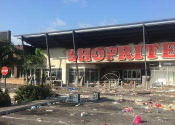 The Shoprite shopping mall in Lekki Phase 2 was looted on October 22, 2020, after the army repressed peaceful protestors gathered at the Lekki Toll Gate despite curfew. Over 20 important state properties have been set on fires, multiple banks and shops were destroyed and food shops looted. Sophie BOUILLON / AFP