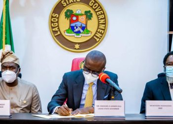 Deputy governor, Dr. Obafemi Hamzat (left); Governor Babajide Sanwo-Olu and Attorney General and Commissioner for Justice, Moyo Onigbanjo (SAN) at the signing into law bills establishing Lagos State Lotteries and Gaming Authority and the Public Complaints and Anti-Corruption Commission by the governor at the Lagos House, Ikeja…yesterday