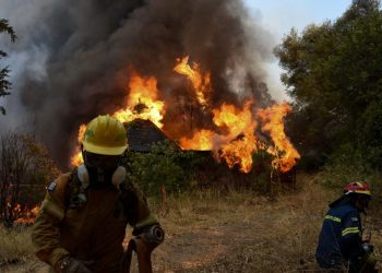 Firefighters work on a wildfire, in Labiri, near Patras, on July 31, 2021 as Greek authorities grappling with a large forest fire, the second major blaze in as many days, evacuated four villages near Patras, Greece's third largest city. – Ninety-five firefighters, 33 trucks, four planes and helicopters have been mobilised to extinguish the fire in the Zeria region in the Peloponnese, about 210 kilometres of Athens, the firefighting service said. (Photo by STR / Eurokinissi / AFP)