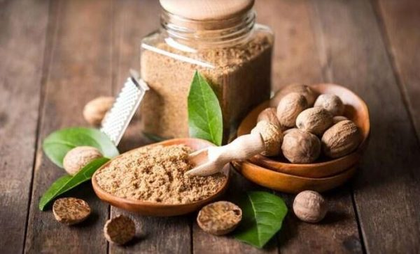 8 amazing benefits of Nutmeg for health, skin & hair