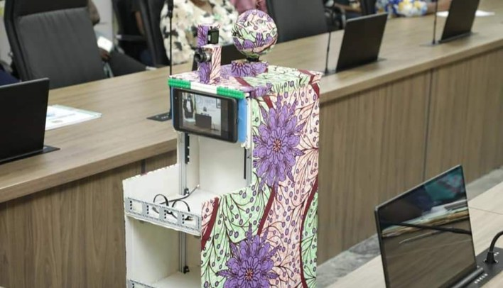 COVID-19: Private school students develop mobile robot to perform medical duties