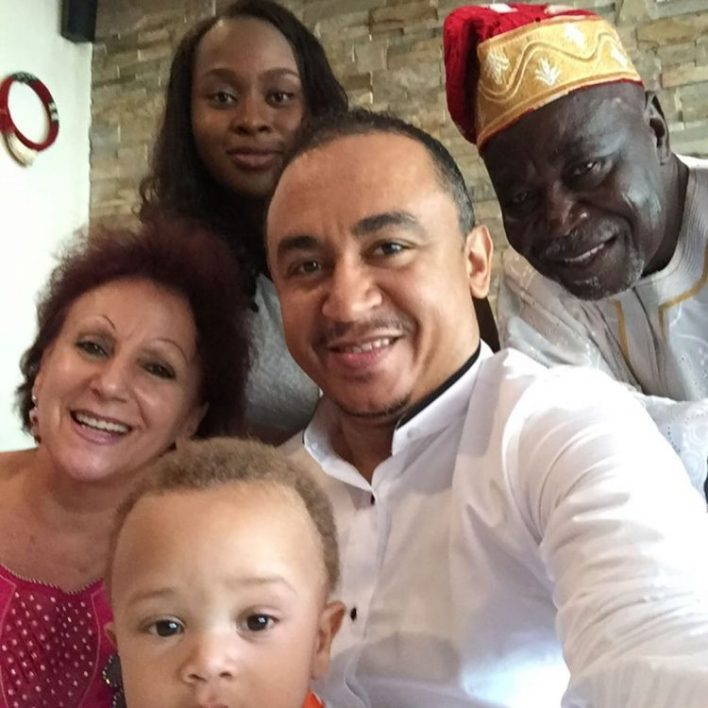 Daddy Freeze shames Ibiyeomie, releases rare family photo