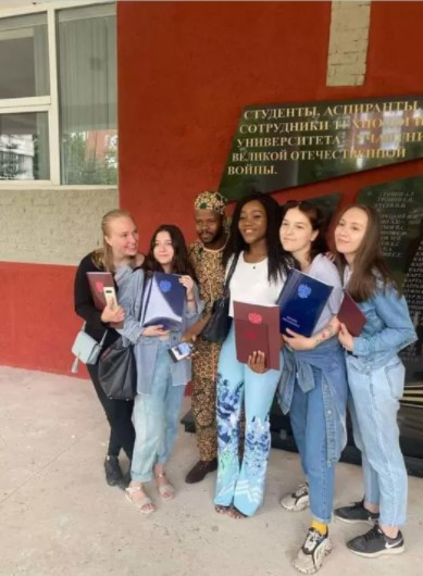 Nigerian lady, Ogechukwu Ozoani, sets new record, graduates with 5.0 CGPA from Russian versity (Photos)