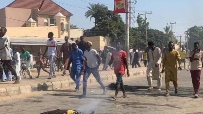 BREAKING: Fresh violent protest rocks Kano over alleged death of 17-year-old boy in police net