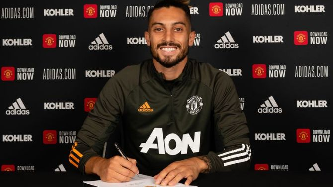 Manchester United sign Alex Telles from Porto