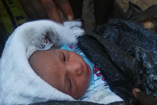 Abandoned baby found by the roadside in Akure