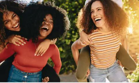 8 inexpensive ways to spend time with your friends