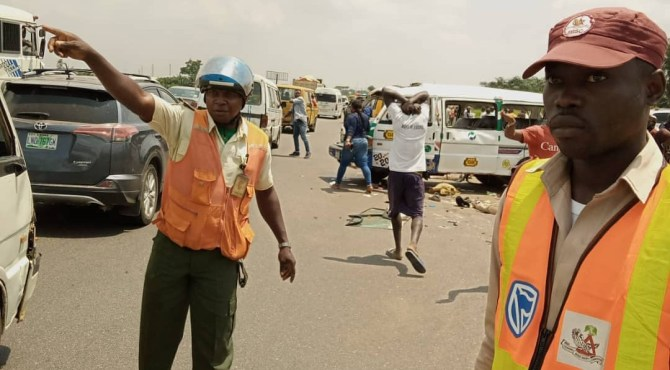 Toddler, two others die in Lagos–Ibadan Expressway accident (PHOTOS)