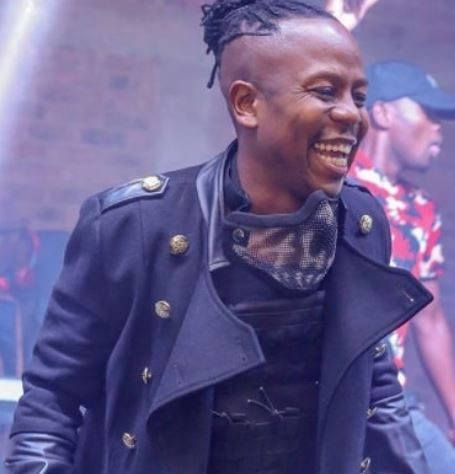 Vee Mampeezy dragged for showing off his black G-Wagon