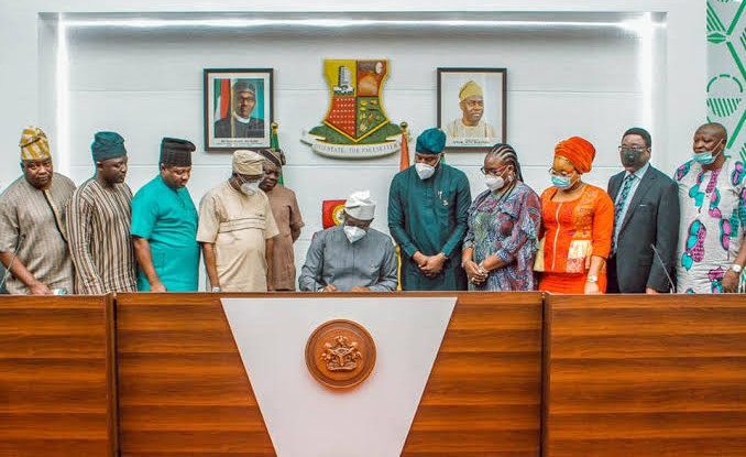 Makinde signs 2021 budget into law