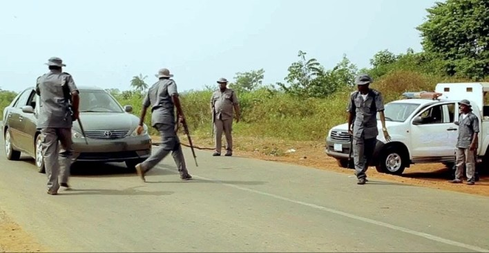 VIDEO: Riot in Ogun as customs allegedly kill another youth on New Year's eve