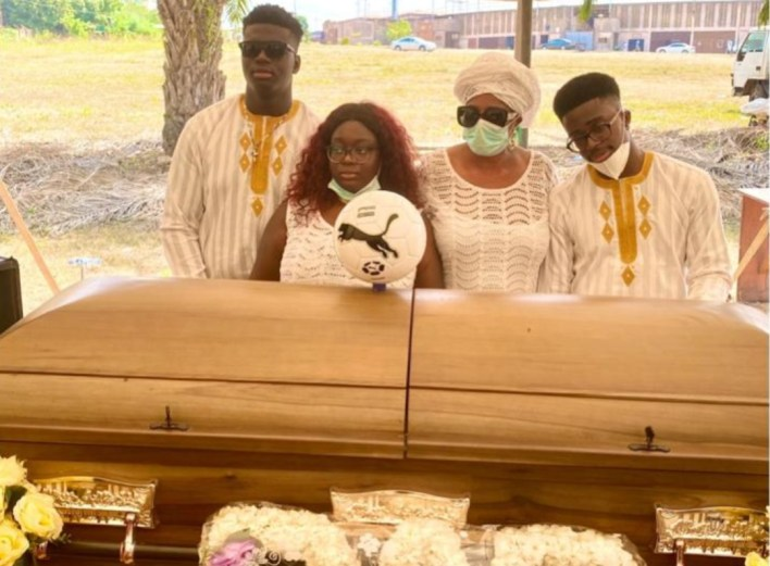 Remains of former Super Eagles defender, Ajibade Babalade laid to rest in Ibadan (PHOTOS)