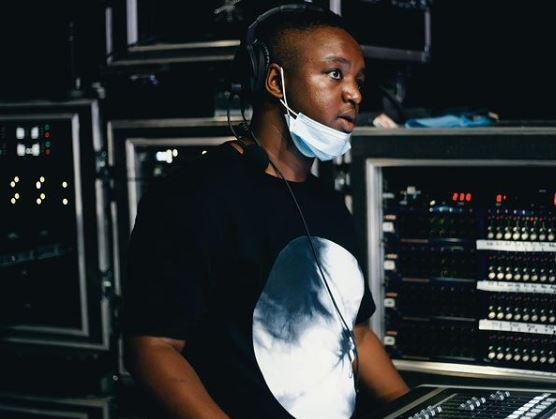"""Check out hilarious response to Shimza's question, """"What does EP stand for ?"""""""