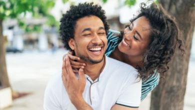 7 things you should never do early in a relationship