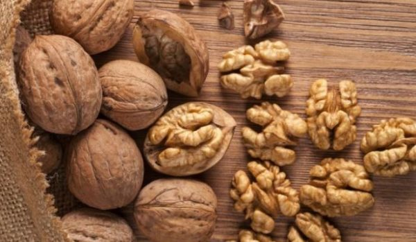 Here's how you can use walnuts to get a perfect skin