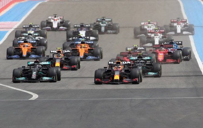 F1 race start at the French Grand Prix