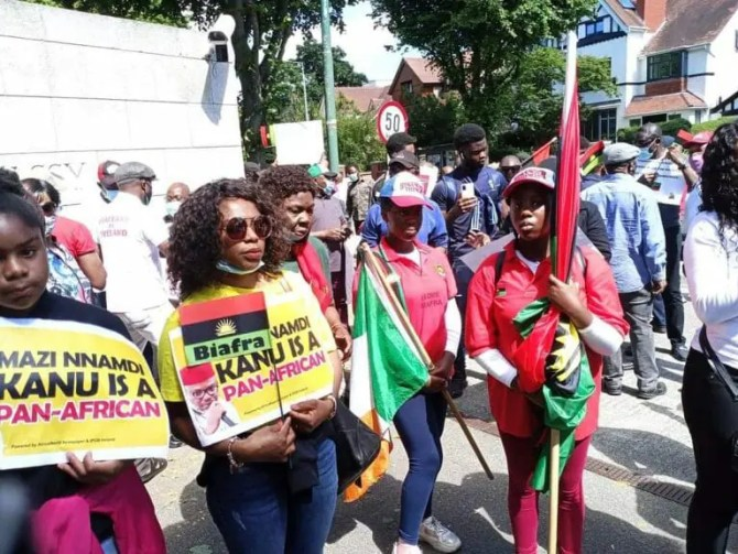 Nnamdi Kanu: IPOB members protest at British Embassy, submit petition (Photos)