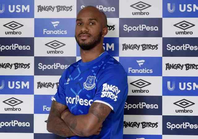 Everton to listen to offers for Delph and Benitez targeting Dumfries alternative