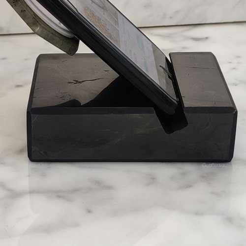 Poggino holder per telefono in shungite