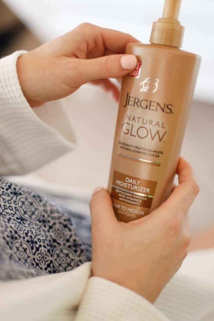 #MyJergensGlow, #CollectiveBias, #Shop,Jergens-Natural-Glow-Ad-2