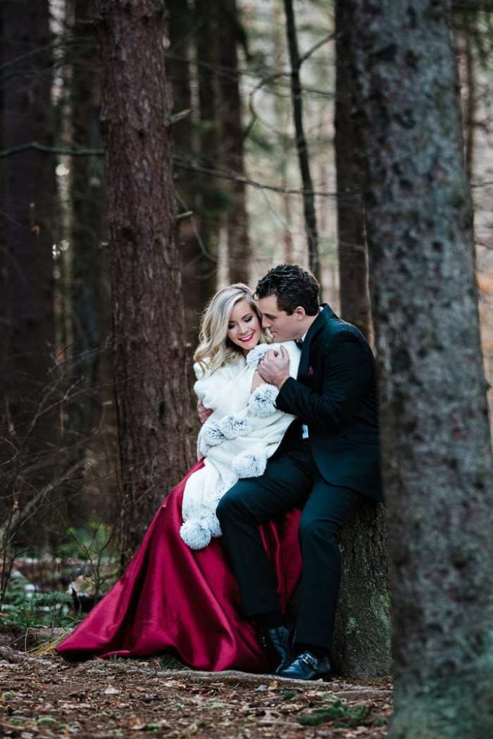 Snuggling up in the forest with this glamorous Christmas card idea!