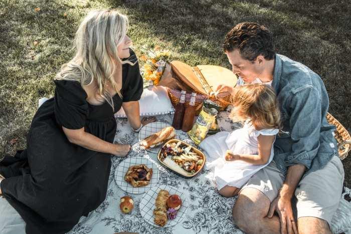 Dining Al Fresco - Mediterra Cafe- Pittsburgh- Ashley Pletcher- Family Picnic- Charcuterie Board- Picnic Basket