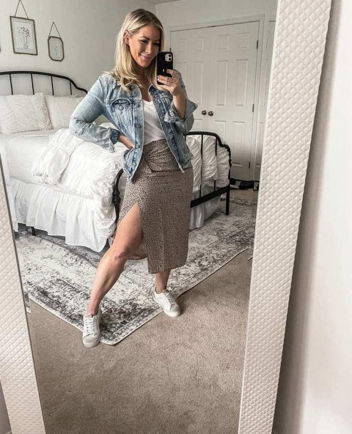 Leopard Midi Skirt - How to Style a leopard Midi skirt - Ashley Pletcher- Casual Leopard Skirt - Mom Fashion