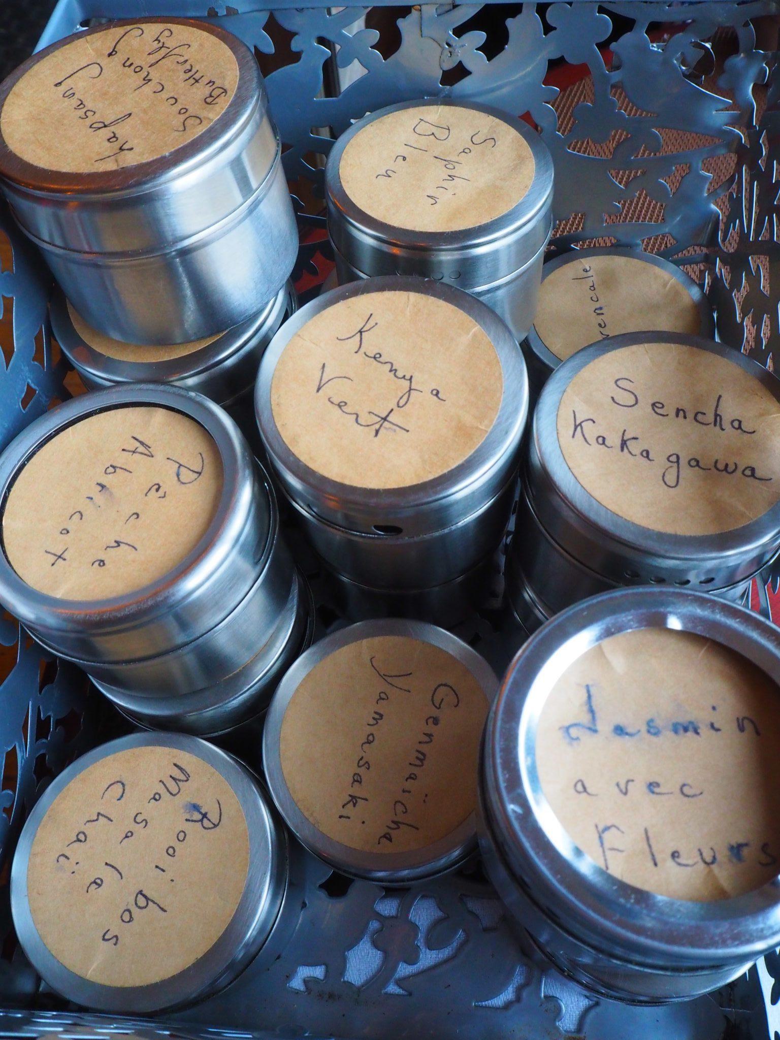 Metal tea boxes / Boîtes à thé métalliques - Afternoon Tea at Le Parloir tea room / Afternoon Tea au Salon de Thé Le Parloir