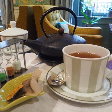Teapot, hourglass & co / Théière, sablier & co