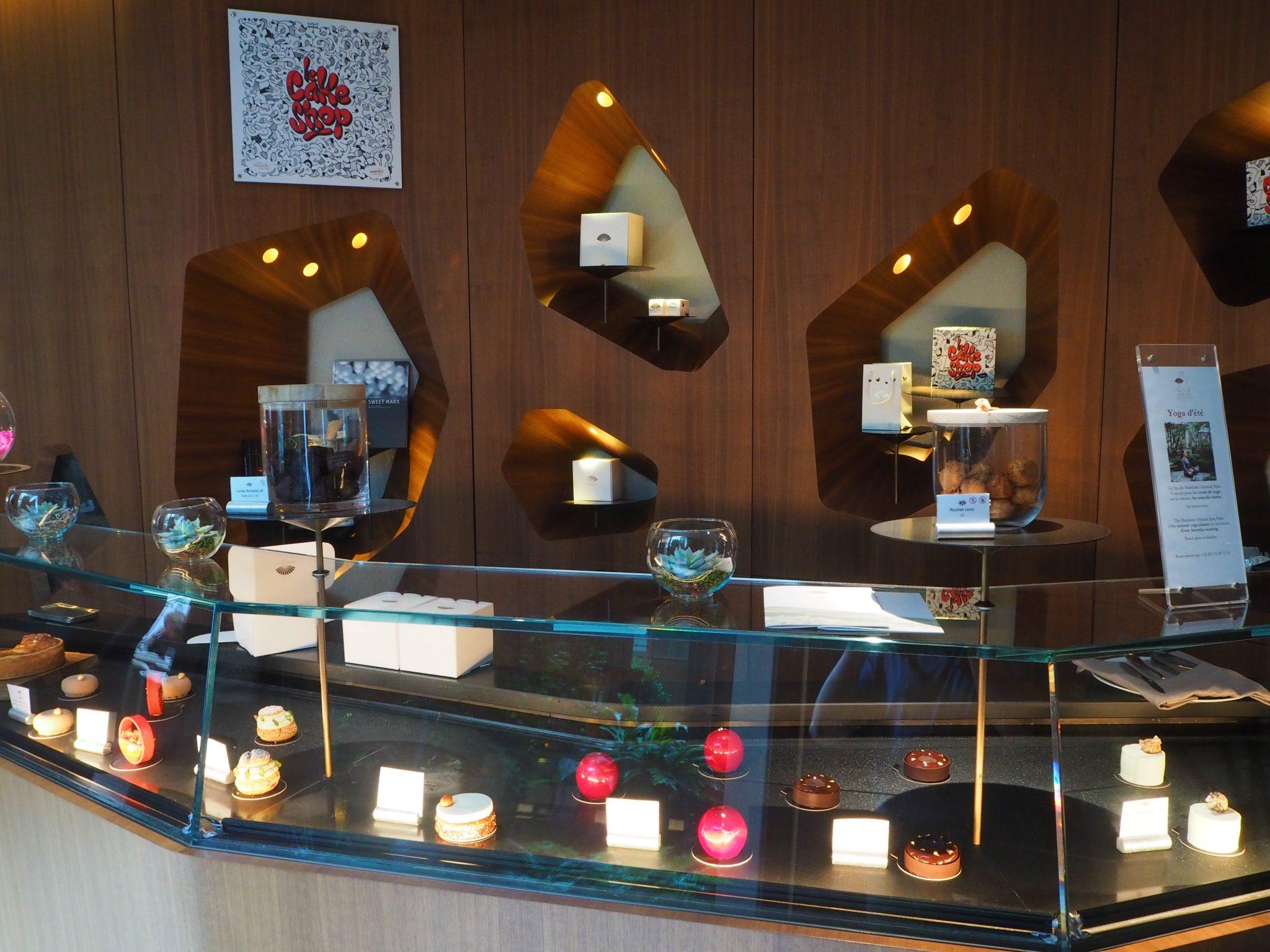 Cakes & Sweets counter / Comptoir à Pâtisseries