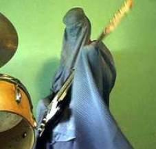 Burka bassist