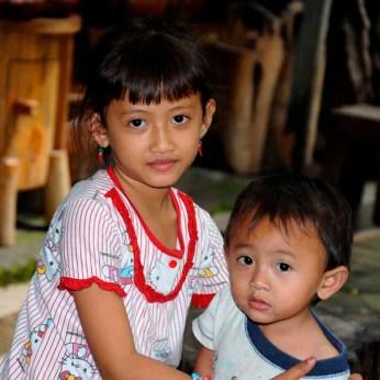 84 Han Eken Portret meisje en jongen op Java