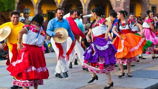 أكادير تحتضن المهرجان الدولي للفلكلور التقليدي في دورته الأولى