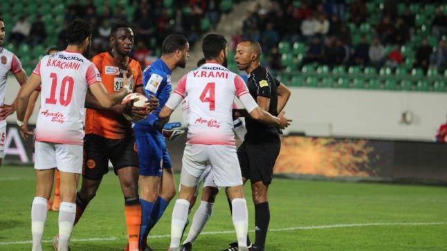 الكاف يكشف عن هوية حكم مباراة حسنية أكادير ونهضة بركان