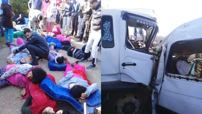 فاجعة.. قتلى وجرحى في حادثة خطيرة بين شاحنة وسيارة تقل عاملات زراعيات