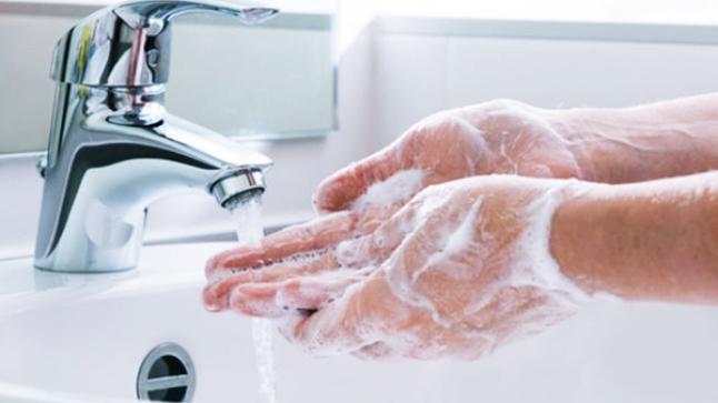 """10 أشياء """"قذرة"""" يجب غسل اليدين """"فور"""" لمسها.. لماذا؟"""