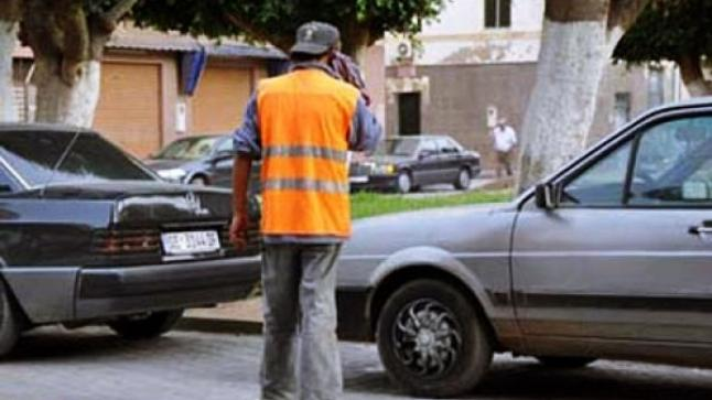سائح يتعرض لاعتداء خطير من حارس سيارات بأكادير.. وزوجته تروي الواقعة (فيديو)