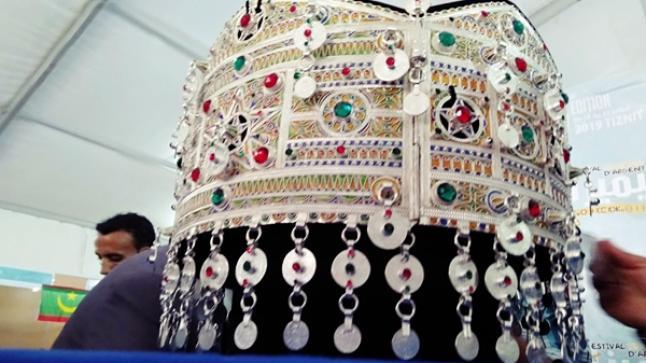 """الكشف عن أكبر حزام من الفضة """"تَكْسْتْ"""" في مهرجان تيميزار بتيزنيت"""