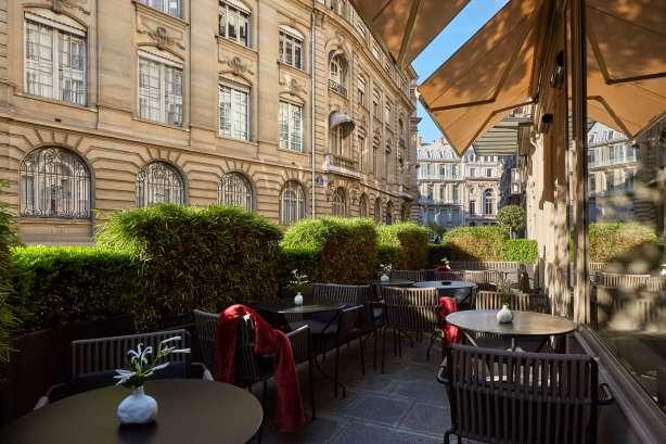 ATG Quirkies: Room Service for Books….in Paris!